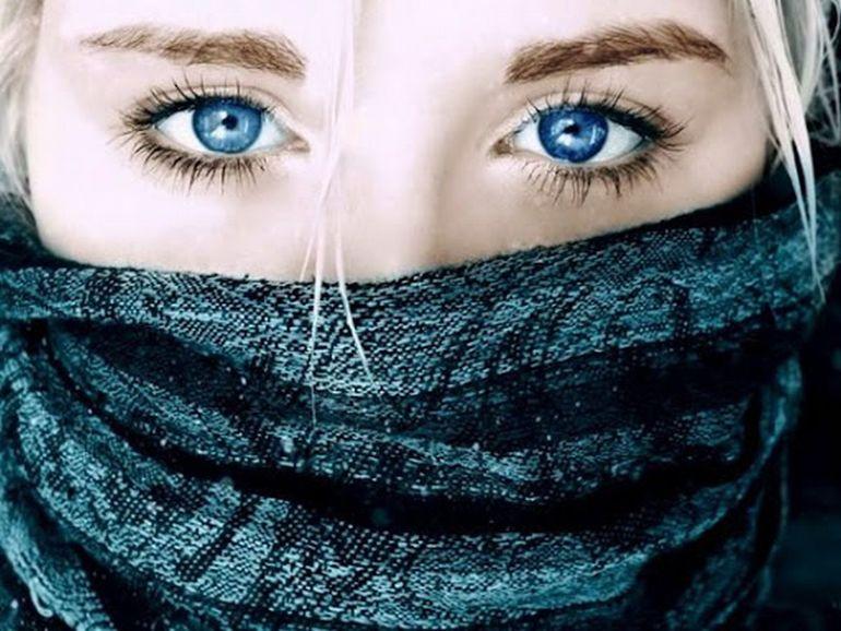 10 способов убрать мешки под глазами