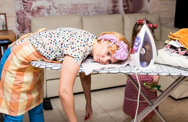 Домохозяйка Много Членов Обработает