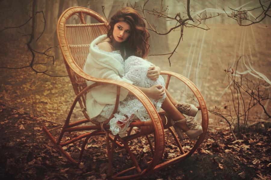 Утро девушка кресло-качалка