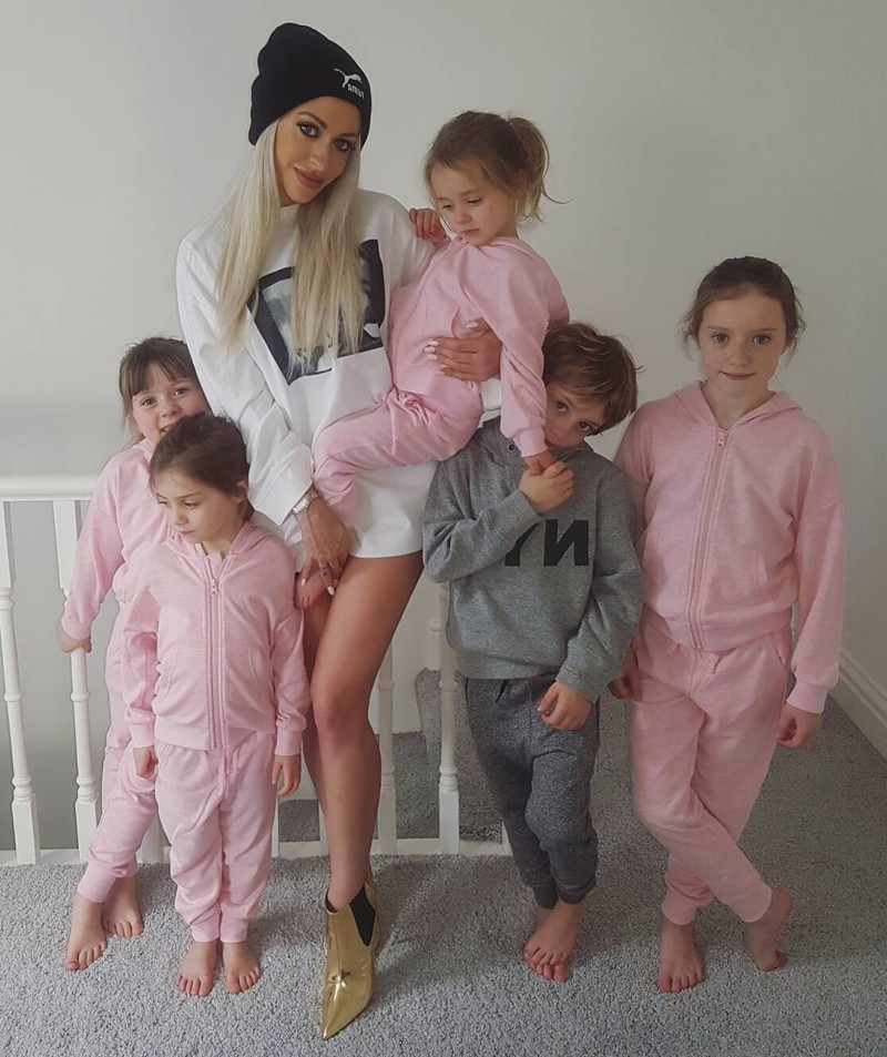 голая мама при детях фото full version