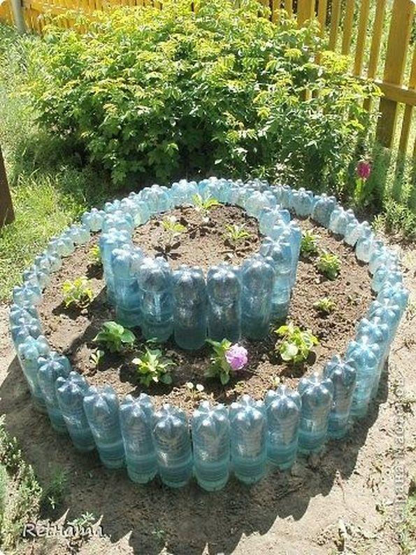 Как сделать клумбы для цветов из пластиковых бутылок