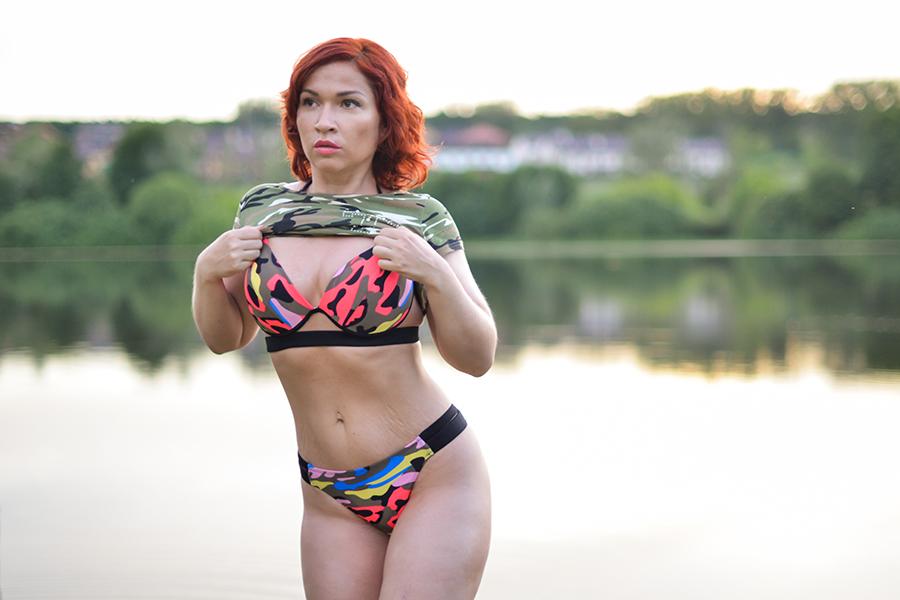 Молодые девочки на пляже занимаются сексом