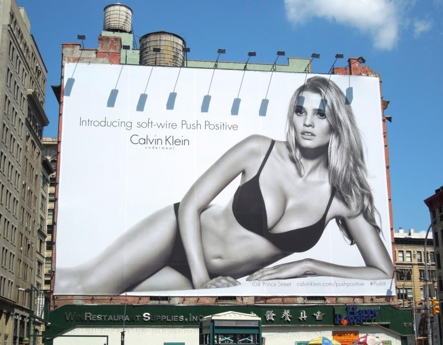 Порнография рекламным щитом в москве моему