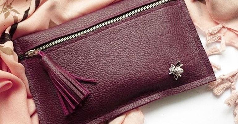 a870b91b5db4 Шьем стильный клатч из старых кожаных сапог