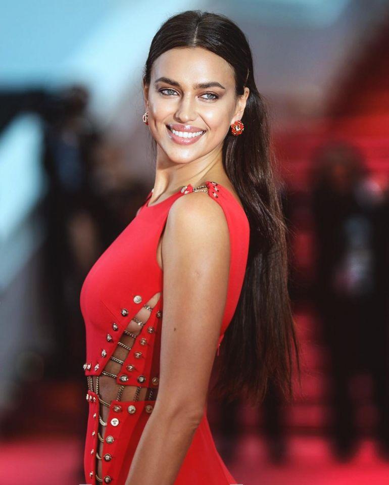 1f2393160e7f96c Но, облачившись в такое яркое платье, Ирина Шейк вряд ли могла ожидать, что  с ним произойдет модный казус. Или платье ей было маловато, или просто  из-за ...