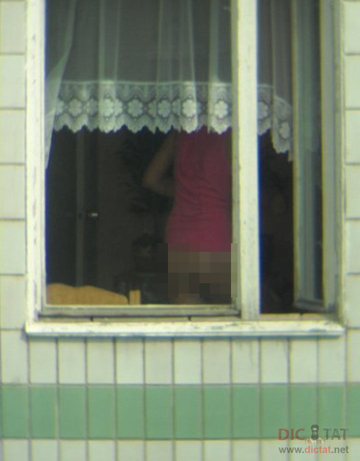 Новостной подглядывают через окно интим спящих русских