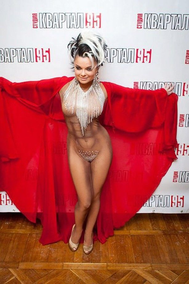 Наташа королева вышла на сцену без трусов смотреть онлайн
