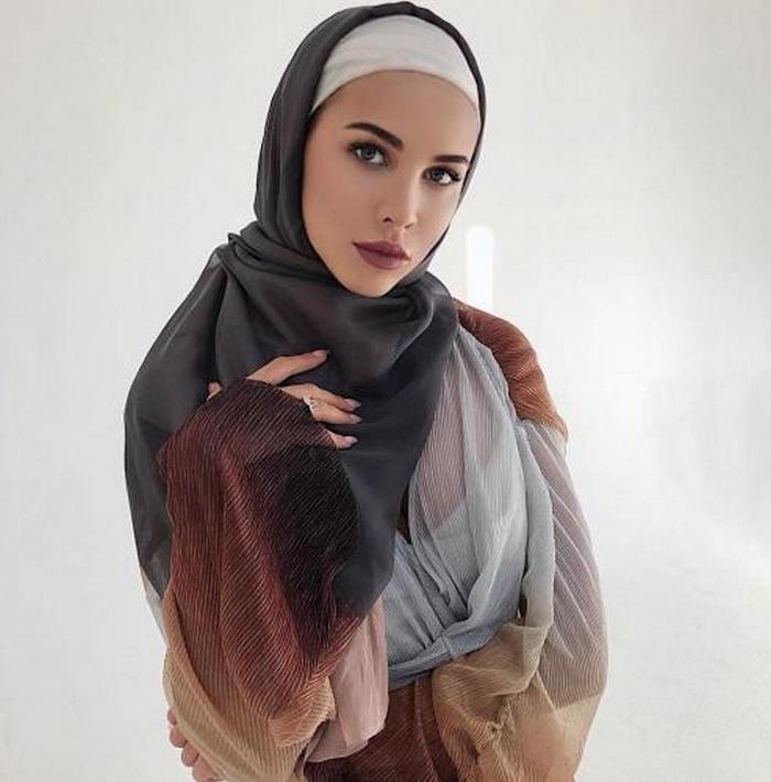 Мусульманка показала сиськи