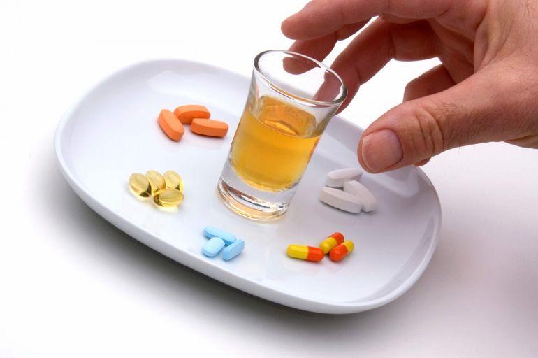 Картинки по запросу алкоголь и антибиотики