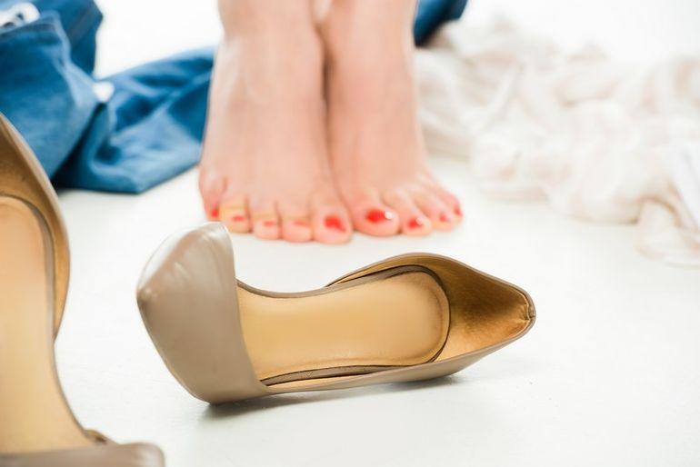 Картинки по запросу Как растянуть узкую обувь: 5 дельных советов от сапожника