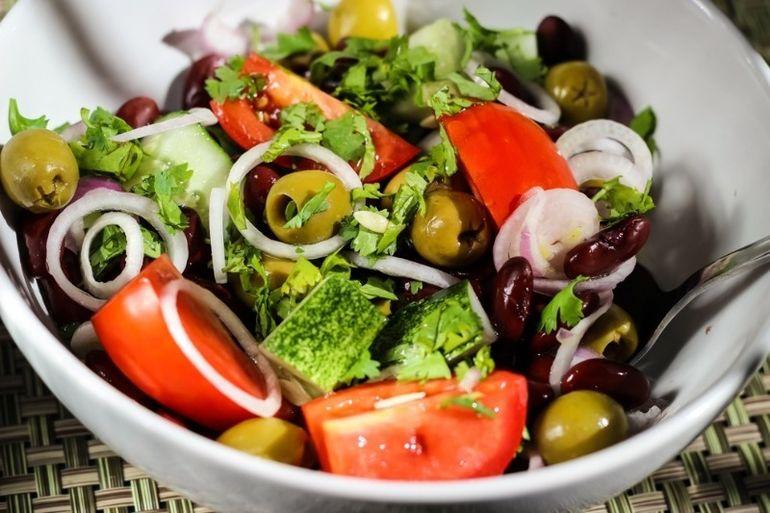 5 полезных для фигуры салатов для новогоднего стола без майонеза