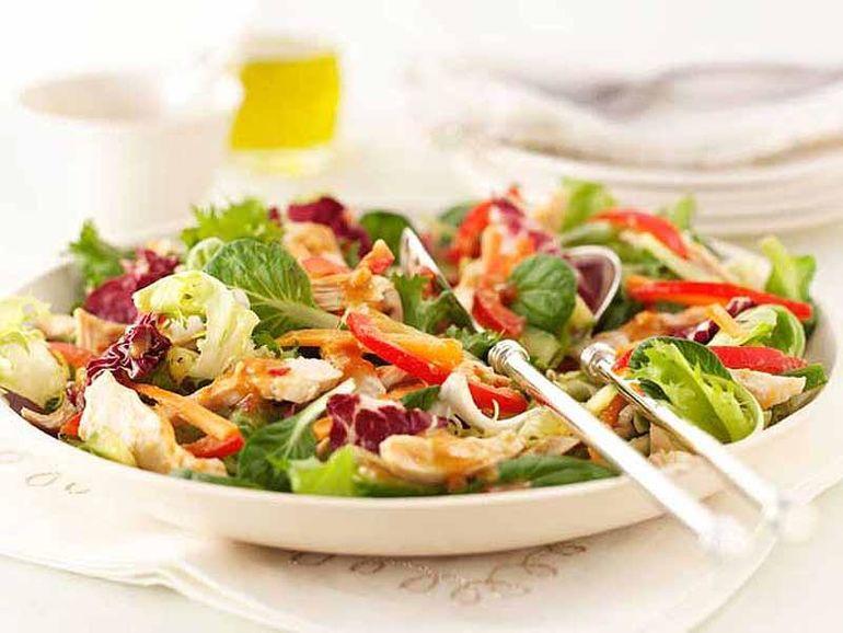 7 полезных салатов для разгрузки после новогодних праздников