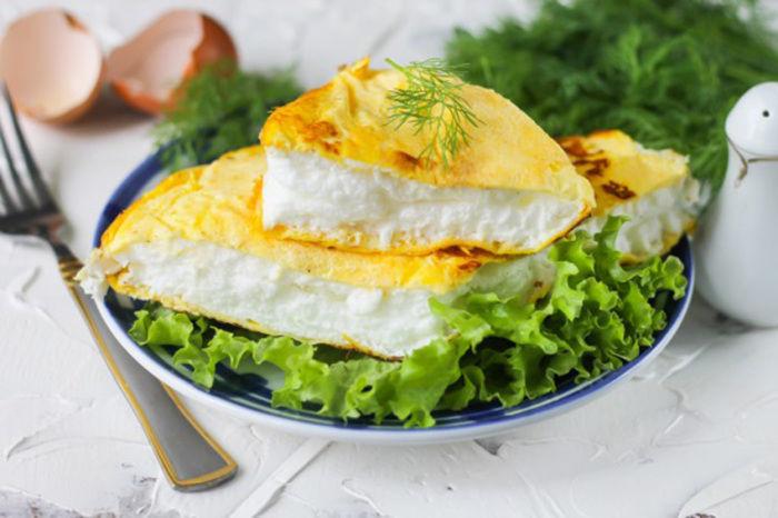 5 аппетитных рецептов омлета и яичницы