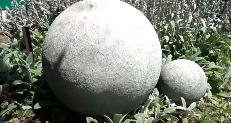 Отличная идея для дачи из детского мяча-прыгунка