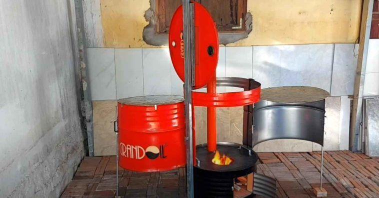 Дешевая печка на дачу — для приготовления еды. Можно сделать из металлической бочки