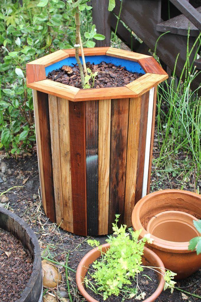 Удачный и красивый декор для сада из копеечной бочки