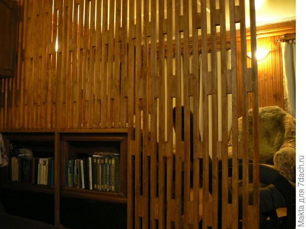 деревянная перегородка в деревенском и в дачном доме и ещё заборчик