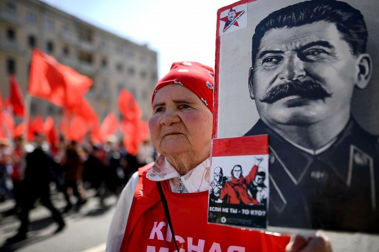 2ed66b7b97c6 Главная вина, которую вменяют Сталину, это -- репрессии. Сотни тысяч людей,  миллионы членов их семей. Друзья, родственники, коллеги. За что он так с  ними