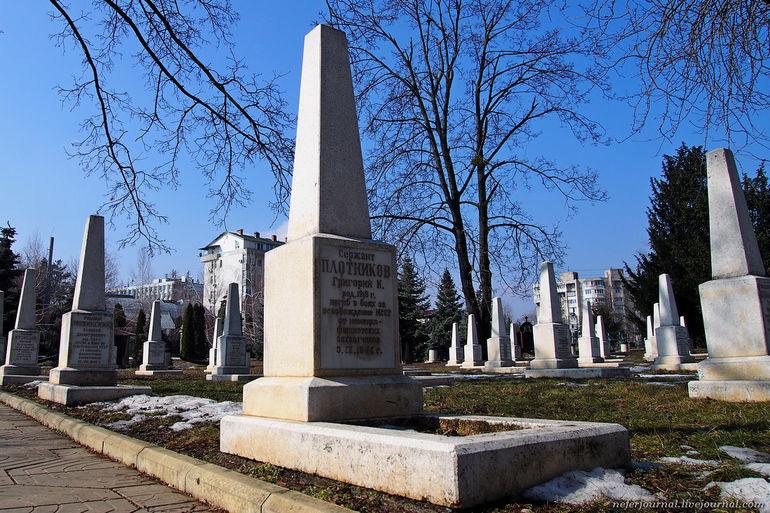 Купить памятники на кладбище 9 мая памятники ограды цены г минск