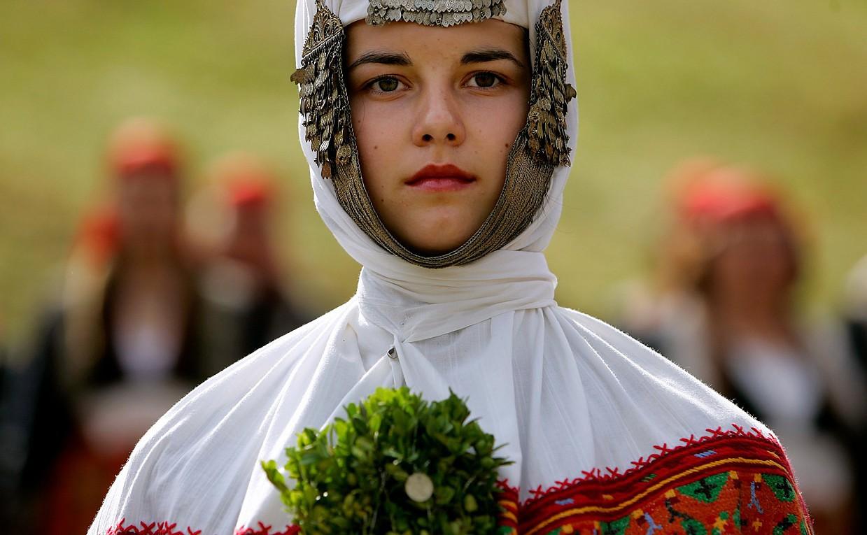 Картинки по запросу свадебный наряд болгария