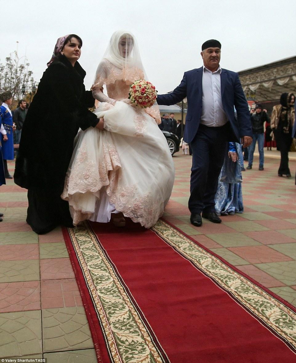 Кто оплачивает свадьбу жених или невеста