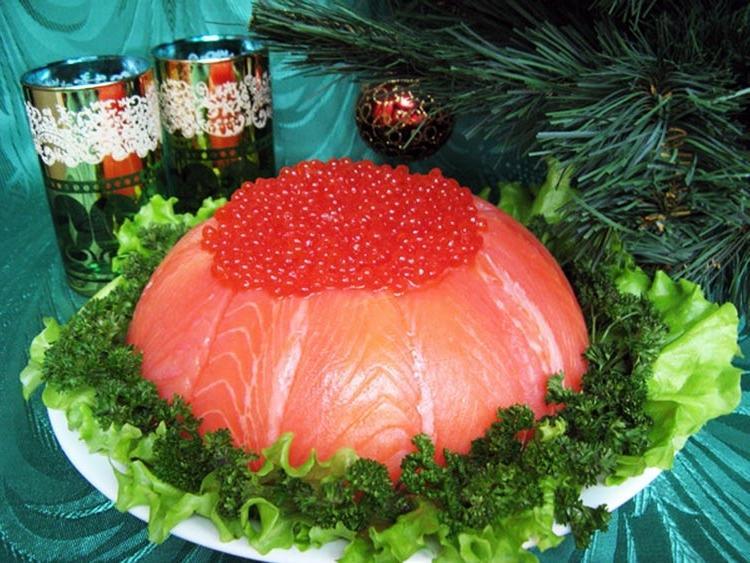 Поэтому стоит подобрать наиболее подходящий салат из морского продукта и удивить им всех на ближайшем празднике.