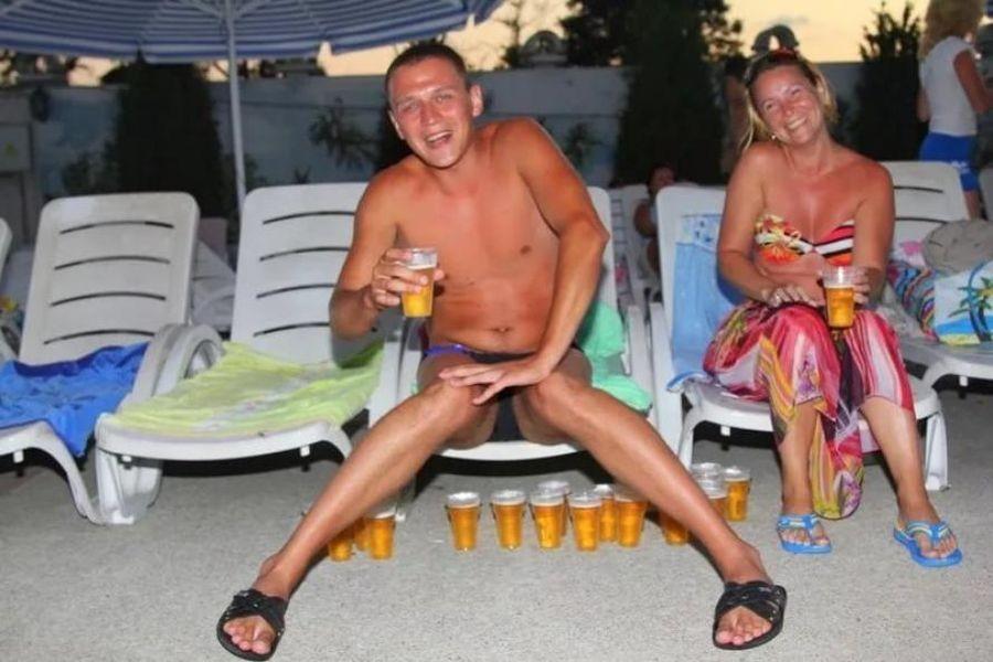 русские пьяные мужчины и женщины отдыхают - 12